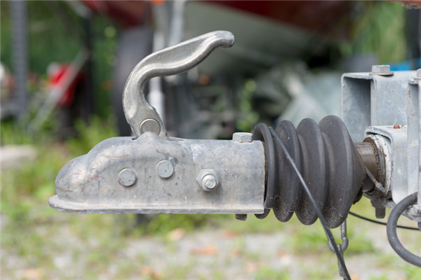 How to Choose the Right Towing Hitch for Your Vehicle